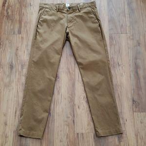 GAP Khaki Pants Slim Fit Size 33X30